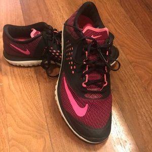 Women's 7.5 Nike FS LiteRun Sneakers